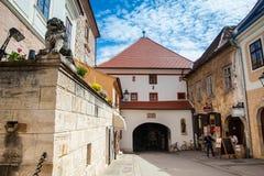 La puerta de piedra situada en la ciudad superior de Zagreb construy? en el siglo XIII fotos de archivo libres de regalías