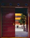la puerta de todo el templo del emperador fotos de archivo libres de regalías