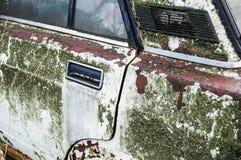 La puerta de un coche viejo oxidado Fotografía de archivo libre de regalías