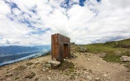La puerta del granate encima de Alp Millstatt Valley View Fotografía de archivo