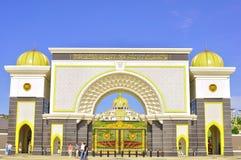 La puerta del palacio del nacional de Malasia Foto de archivo
