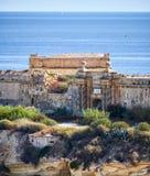 La puerta del sur del fuerte Ricasoli según lo visto de Kalkara sobre el Ri imágenes de archivo libres de regalías