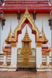 La puerta del templo en Tailandia Foto de archivo libre de regalías