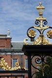 La puerta en el palacio de Kensington Imágenes de archivo libres de regalías