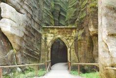 La puerta a la República Checa de Skalne Mesto Adrspach Imagen de archivo libre de regalías