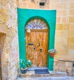 La puerta lamentable en la ciudad vieja de Mosta, Malta fotos de archivo