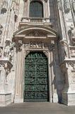 La puerta a los Di Milano del Duomo Fotos de archivo libres de regalías