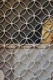 La puerta oxidada circunda adorno Imagen de archivo libre de regalías