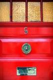 La puerta principal roja en Inglaterra Imagenes de archivo