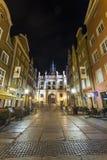 La puerta verde en la calle principal de Gdansk llamó Dluga Imagen de archivo