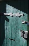 La puerta verde vieja Fotos de archivo libres de regalías