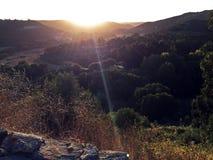 La puesta del sol baja sobre el paisaje de Portugal Fotografía de archivo libre de regalías