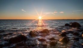 La puesta del sol considerada de molen Fotos de archivo