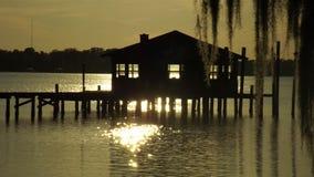 La puesta del sol de la casa barco Imágenes de archivo libres de regalías