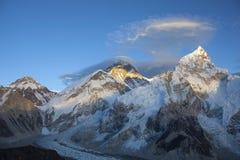 La puesta del sol de la gama de Himalaya imagen de archivo libre de regalías