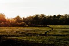 La puesta del sol de la tarde en la naturaleza Foto de archivo
