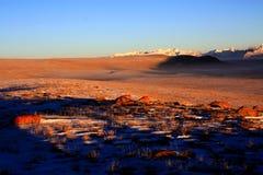 La puesta del sol de las montañas salvajes de Kirguistán Fotografía de archivo libre de regalías