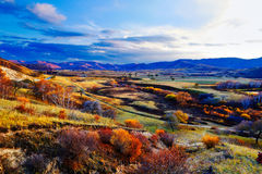 La puesta del sol de los prados del otoño Fotos de archivo