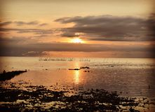 La puesta del sol de oro Imágenes de archivo libres de regalías