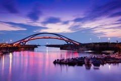 La puesta del sol del puente del muelle con el cielo en el st ideal de Taiwán Fotos de archivo