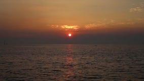 La puesta del sol en Bangpu en Tailandia