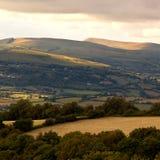 La puesta del sol en Brecon señala con almenara el parque nacional País de Gales Reino Unido Fotografía de archivo