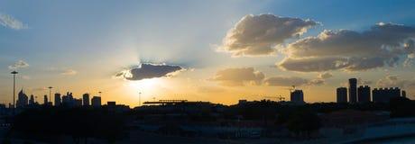 La puesta del sol en Dubai de crecimineto rápido Fotos de archivo
