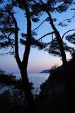 La puesta del sol en el negro considera Foto de archivo
