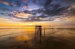 La puesta del sol en la playa Imágenes de archivo libres de regalías