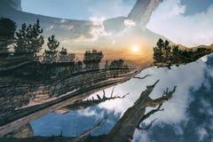 La puesta del sol en las montañas, dobla expuesto Foto de archivo libre de regalías