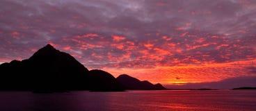 La puesta del sol encima lofoten fotografía de archivo libre de regalías
