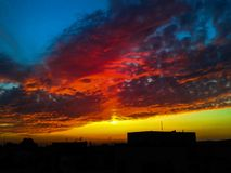 La puesta del sol hermosa Fotos de archivo