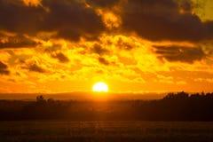 La puesta del sol hermosa Imagenes de archivo