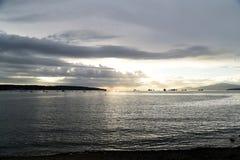 La puesta del sol hermosa en la bahía inglesa Vancouver fotografía de archivo