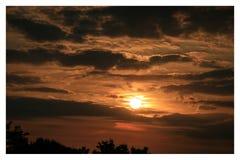 La puesta del sol hermosa en Papendrecht fotografía de archivo libre de regalías