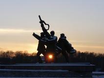 La puesta del sol le gusta un corazón monumento Foto de archivo