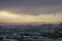 La puesta del sol mágica se nubla sobre la ciudad de Pekín de China 2 Foto de archivo libre de regalías