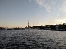 La puesta del sol del mar de Criema se nubla belleza hermosa del viaje de la reconstrucción Foto de archivo