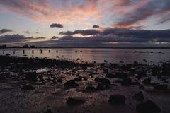 La puesta del sol pasa abajo un embarcadero Fotografía de archivo libre de regalías