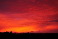 La puesta del sol se nubla oscuridad Imagenes de archivo
