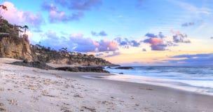 La puesta del sol sobre el océano en mil pasos vara Foto de archivo libre de regalías