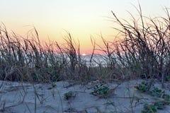 La puesta del sol trae siempre hermoso fotografía de archivo libre de regalías