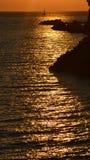 La puesta del sol y el yate Fotografía de archivo