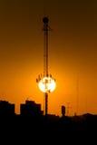 La puesta del sol y la antena Foto de archivo libre de regalías
