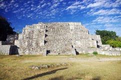 Pyramide de Dzibichaltun Photos stock