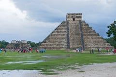 La pyramide de Kukulkan en parc archéologique de Chichen Itza, Mexique Images libres de droits