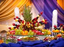 La pyramide des fruits tropicaux Image stock