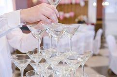 La pyramide des verres de champagne pour célèbrent Photos libres de droits