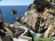 La Quebrada i Acapulco Mexico royaltyfria foton