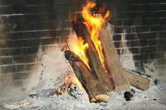La quema abre una sesión una chimenea abierta Foto de archivo libre de regalías